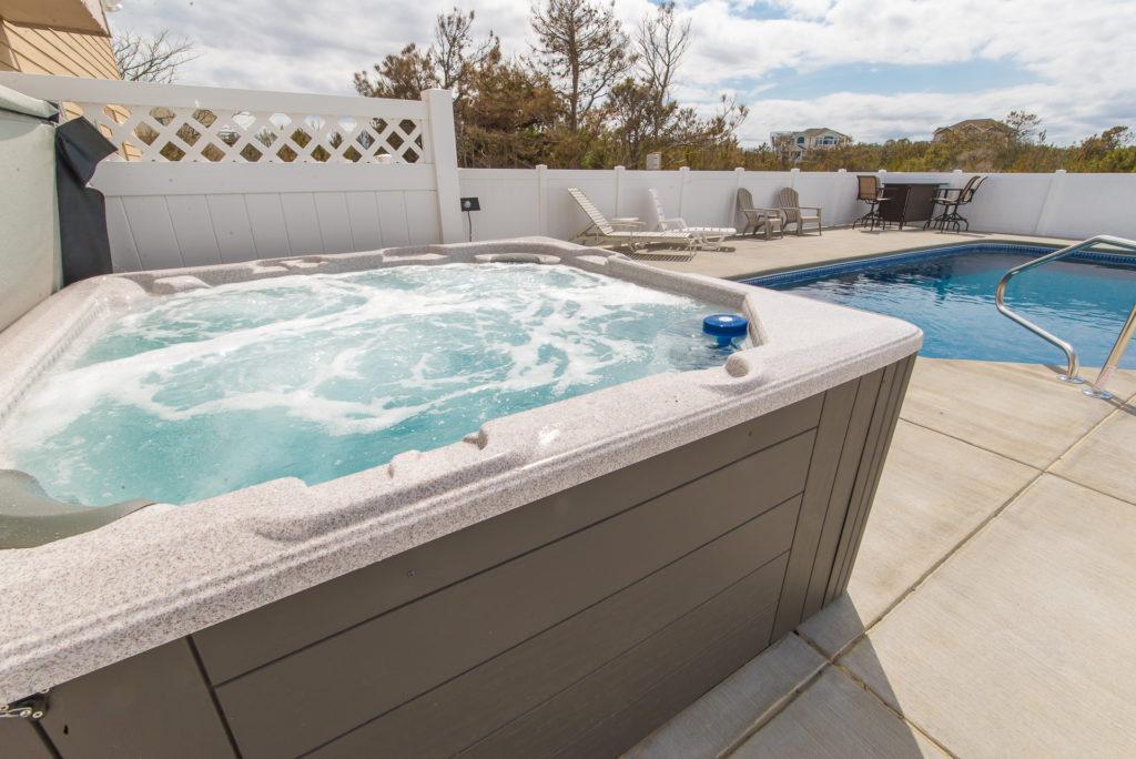 nauti-gulls-hot-tub